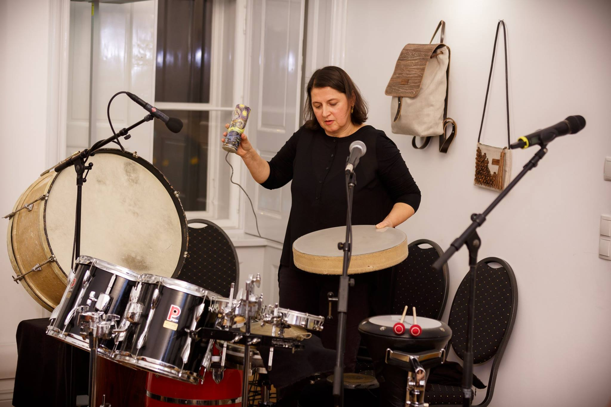 Percussionistin Ingrid Oberkanins bei Galerie Immobilien am 5. 12. 2018